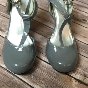 Gray Closed Toe Pumps Women's Size 8 Stilettos